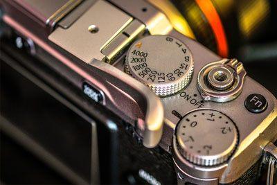 detail kamera mirrorless terbaik contohnya adalah