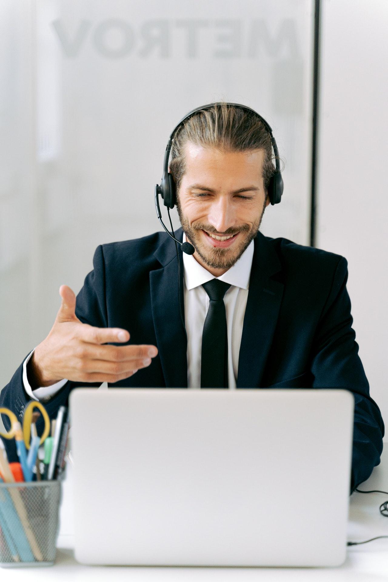 memilih headset terbaik untuk acara meeting online