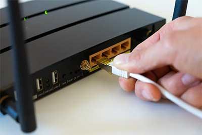review contoh port pada router wifi extender dan colokan LAN