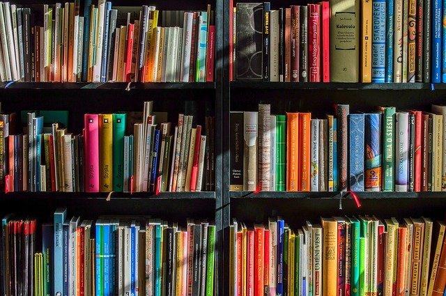 memilih novel terbaik bukan berdasarkan sampul
