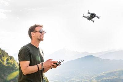 Cara kerja drone terbaik ketika terbang via remote