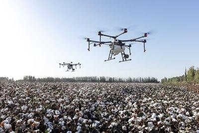 dua drone terbaik yang sedang terbang bersamaan