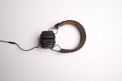 Headphone terbaik yang terlihat modern dan minimalis