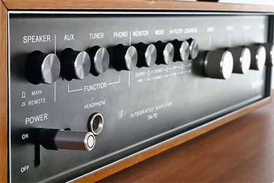 Komponen home theater terbaik di rumah yaitu amplifier