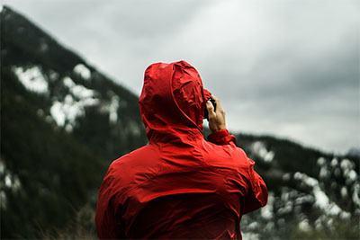 jas hujan terbaik warna merah yang terlihat minimalis