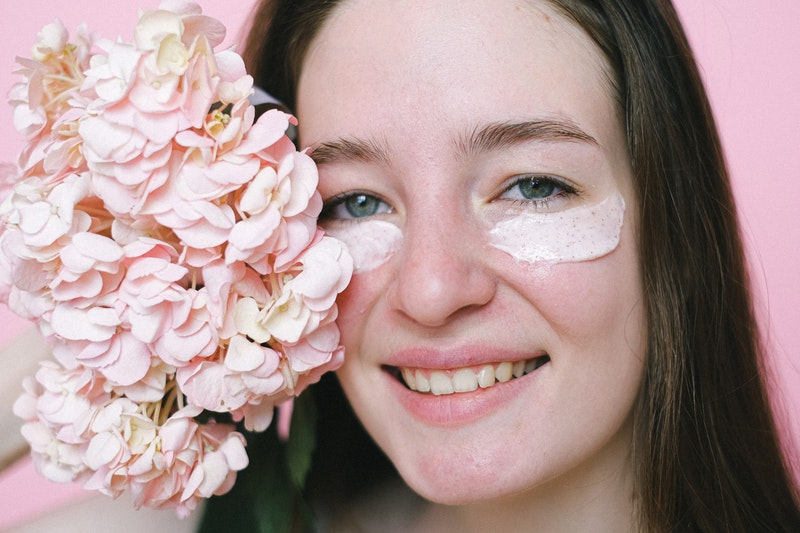 manfaat menggunakan eye cream tiap hari