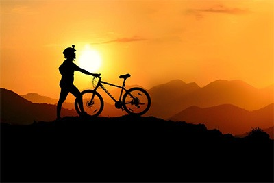 siluet sepeda gunung dan biker