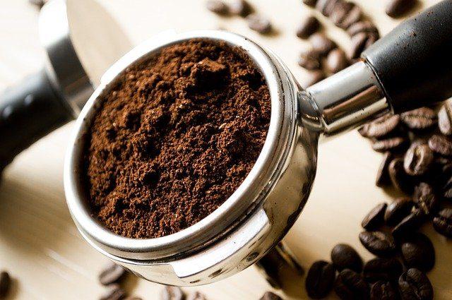 Manfaat bubuk kopi untuk eye mask