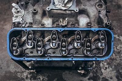 Contoh cara kerja oli mobil terbaik dalam melumasi mesin