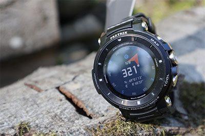 jam tangan outdoor dengan fitur kompas