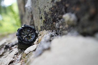 Jam tangan outdoor memiliki bentuk yang kokoh