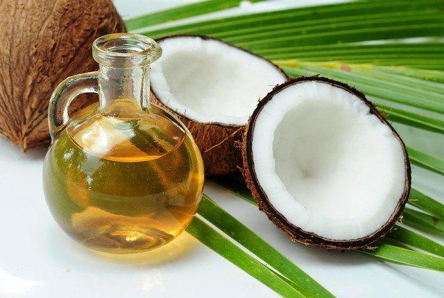 Minyak kelapa sebagai alternatif micellar water terbaik