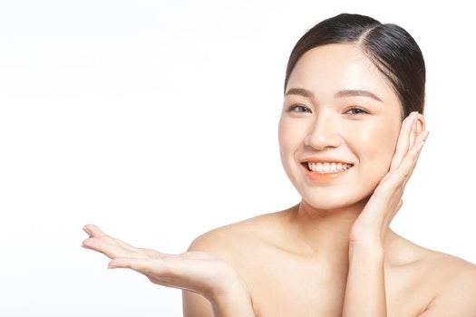 Gunakan Exfoliating Toner untuk kulit wajah tampak lebih cerah dan mulus