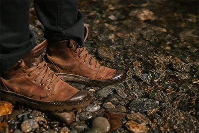 Gunakan sepatu gunung terbaik untuk aktivitas hiking