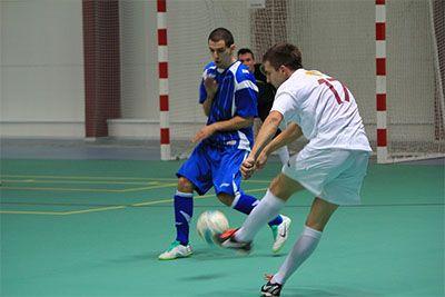 Gunakan sepatu futsal terbaik ketika bermain futsal