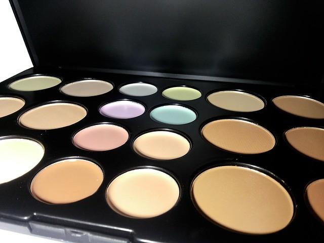 color-correcting jenis concealer terbaik dengan varian warna