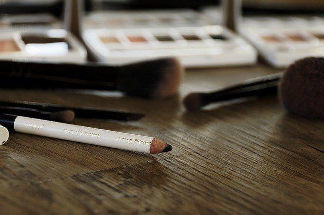 Eyeliner pensil dan kegunaannya