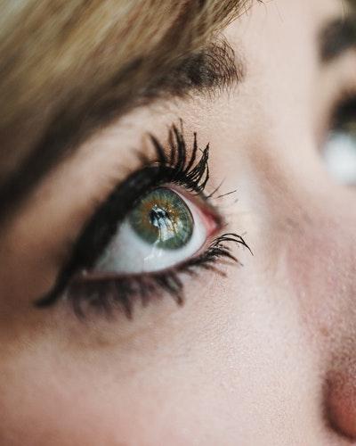 Memilih Eyeliner terbaik berdasarkan ketahanan