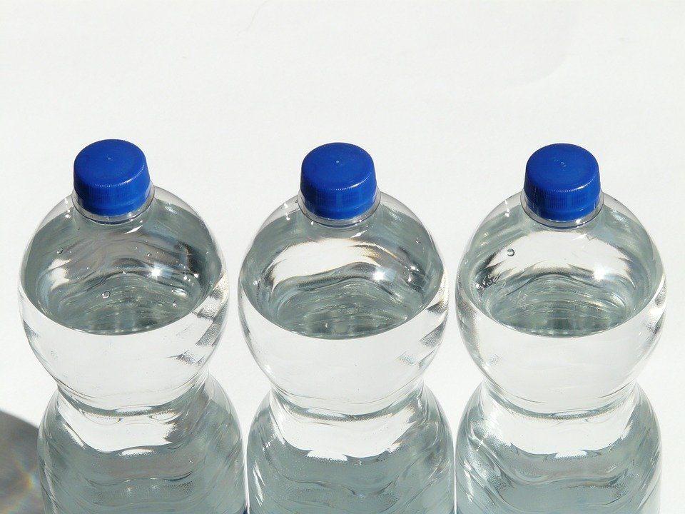 Kemasan air mineral yang tersegel