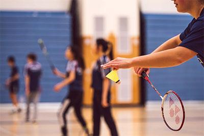 Badminton menggunakan shuttlecock terbaik