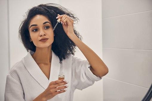 Cara menggunakan serum penumbuh rambut terbaik