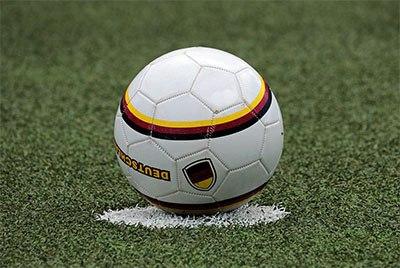 Contoh bola sepak terbaik